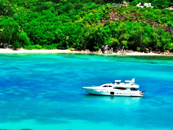 YACHT SEA STREAM AT ANCHOR IN THE SEYCHELLES